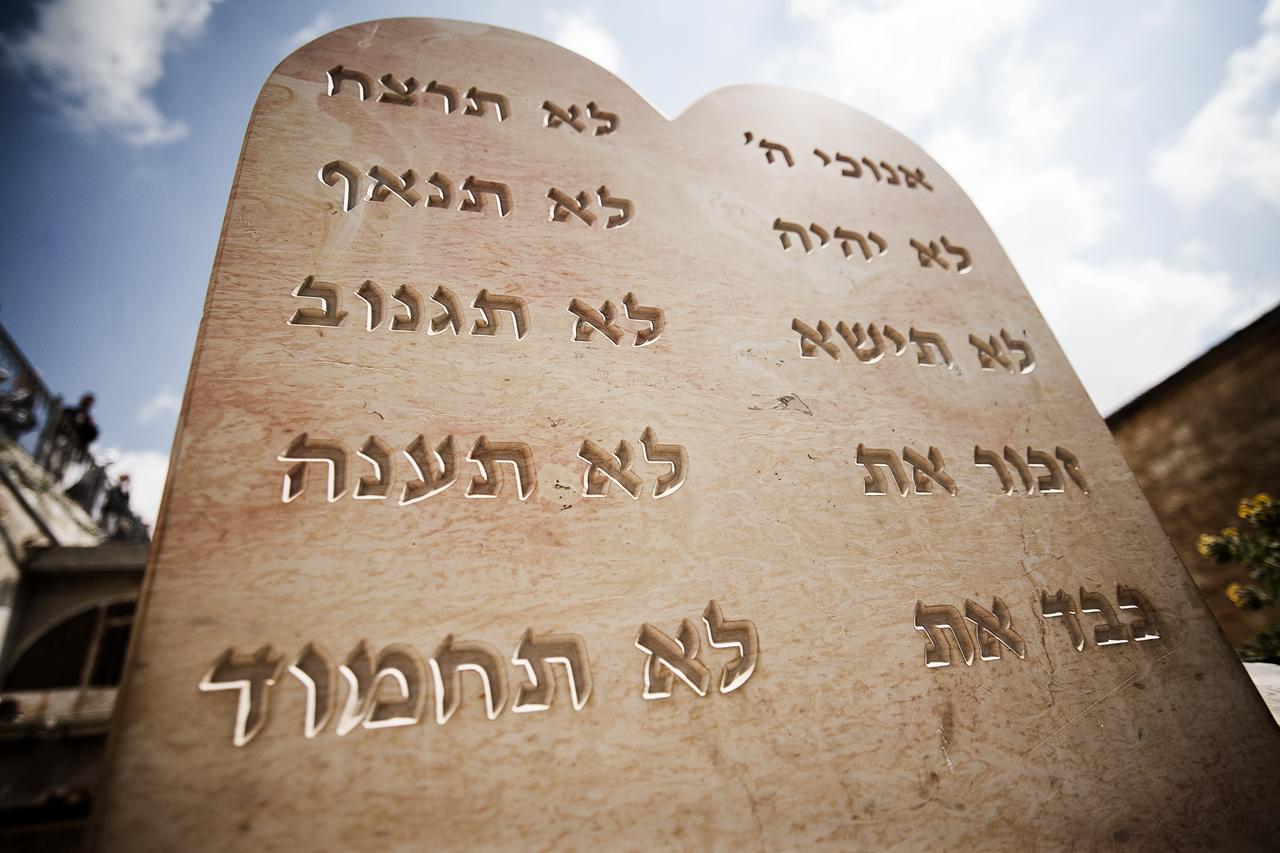 Los diez mandamientos for Terraza significado